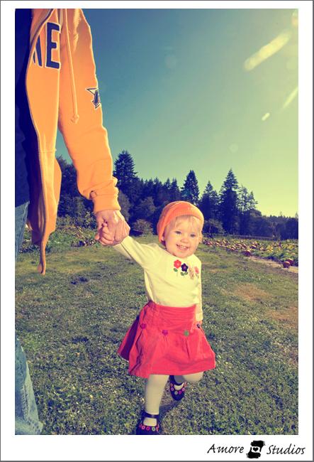 Zoe Pumpkin Patch 09 001